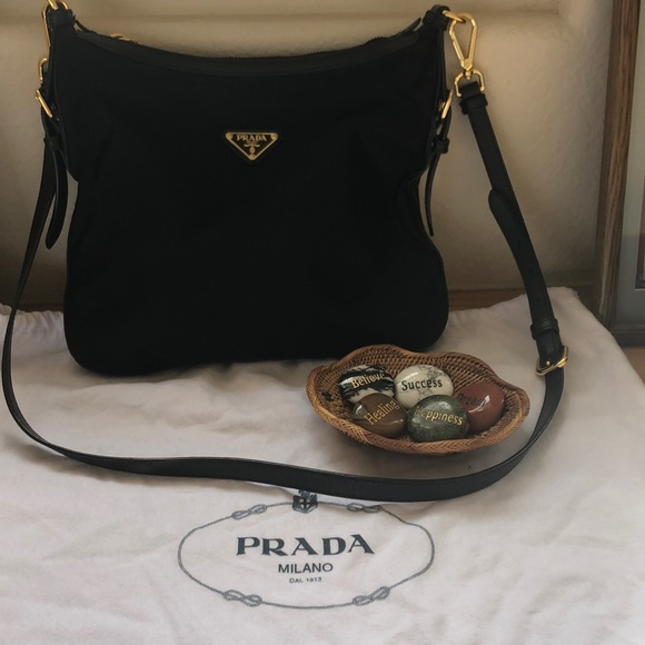Authentic Prada Nylon Tessuto Crossbody. M 5c7462c2e944ba9785f15a6a 298e5a15f5719
